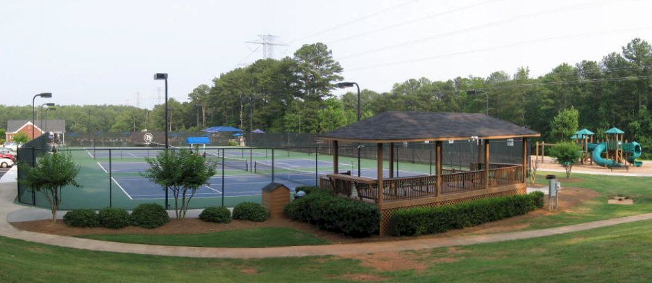 Brookstone Offer 1st Rate Tennis Courts